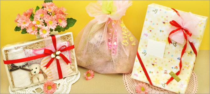 出産祝いを送るなら心のこもったラッピングを。大きなぬいぐるみの包み方、箱にリボンを斜め掛けする方法をご紹介します。